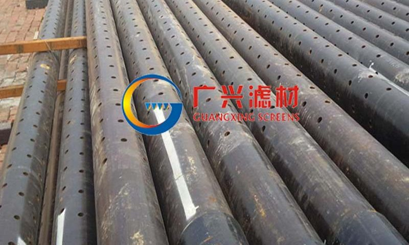 Perforated well casing and screen